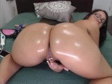 Big Bouncy Oiled Booty Twerking On Webcam -become Her Daddy On CAMSBARN.COM