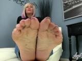 Angel Kissed Feet – Sexy MILF Nikki Ashton Makes You Jerkoff For Her Feet